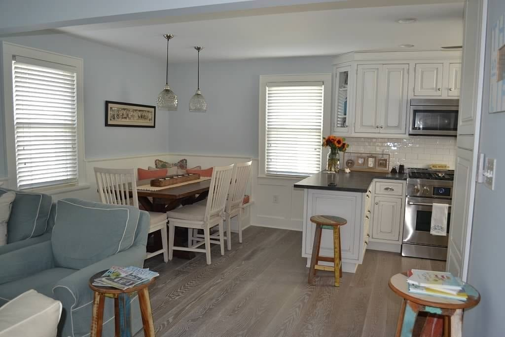4 Popular Cabinet Wood Flooring Combinations for your Kitchen