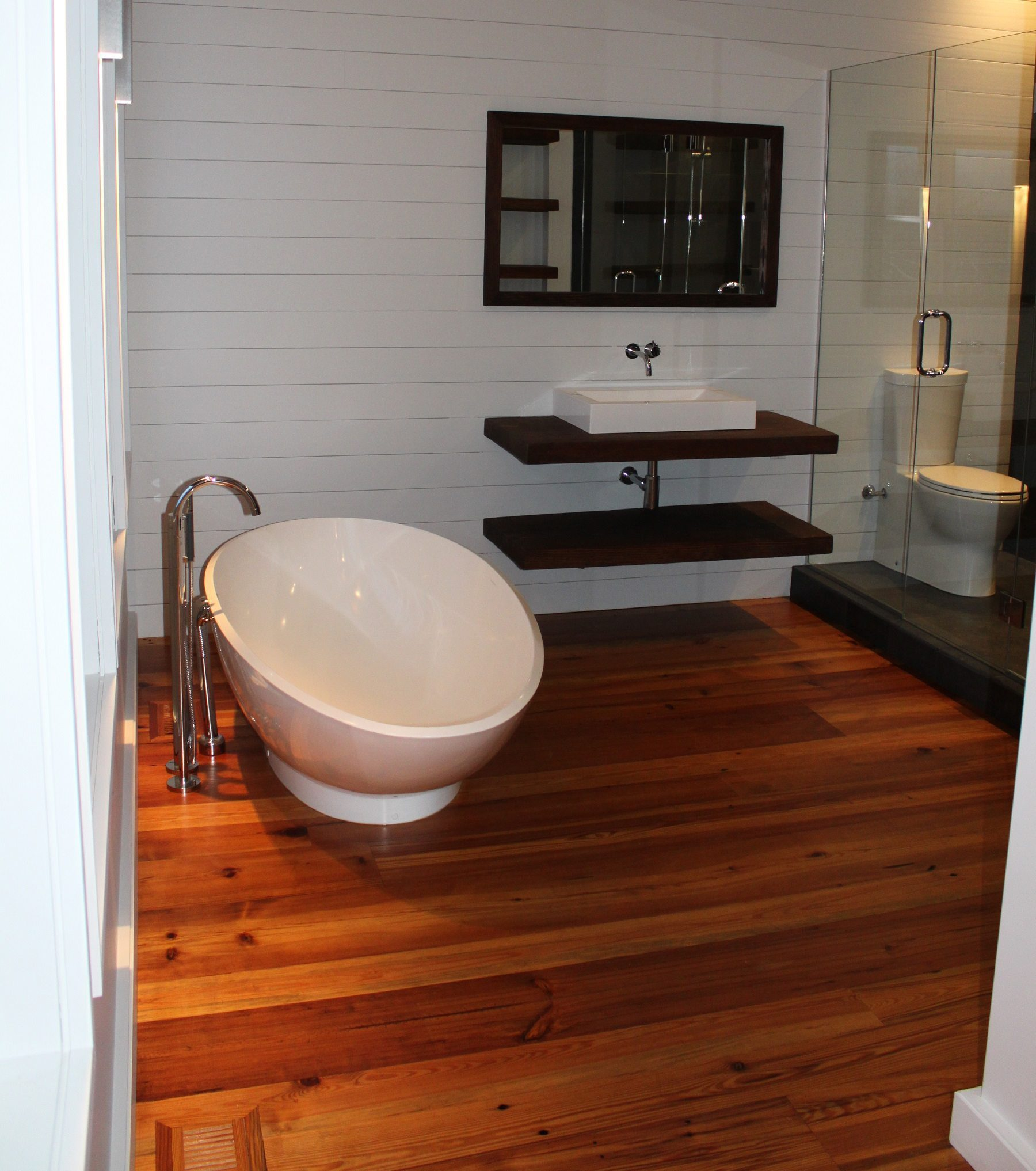 Reclaimed Heart Pine Flooring In Bathroom