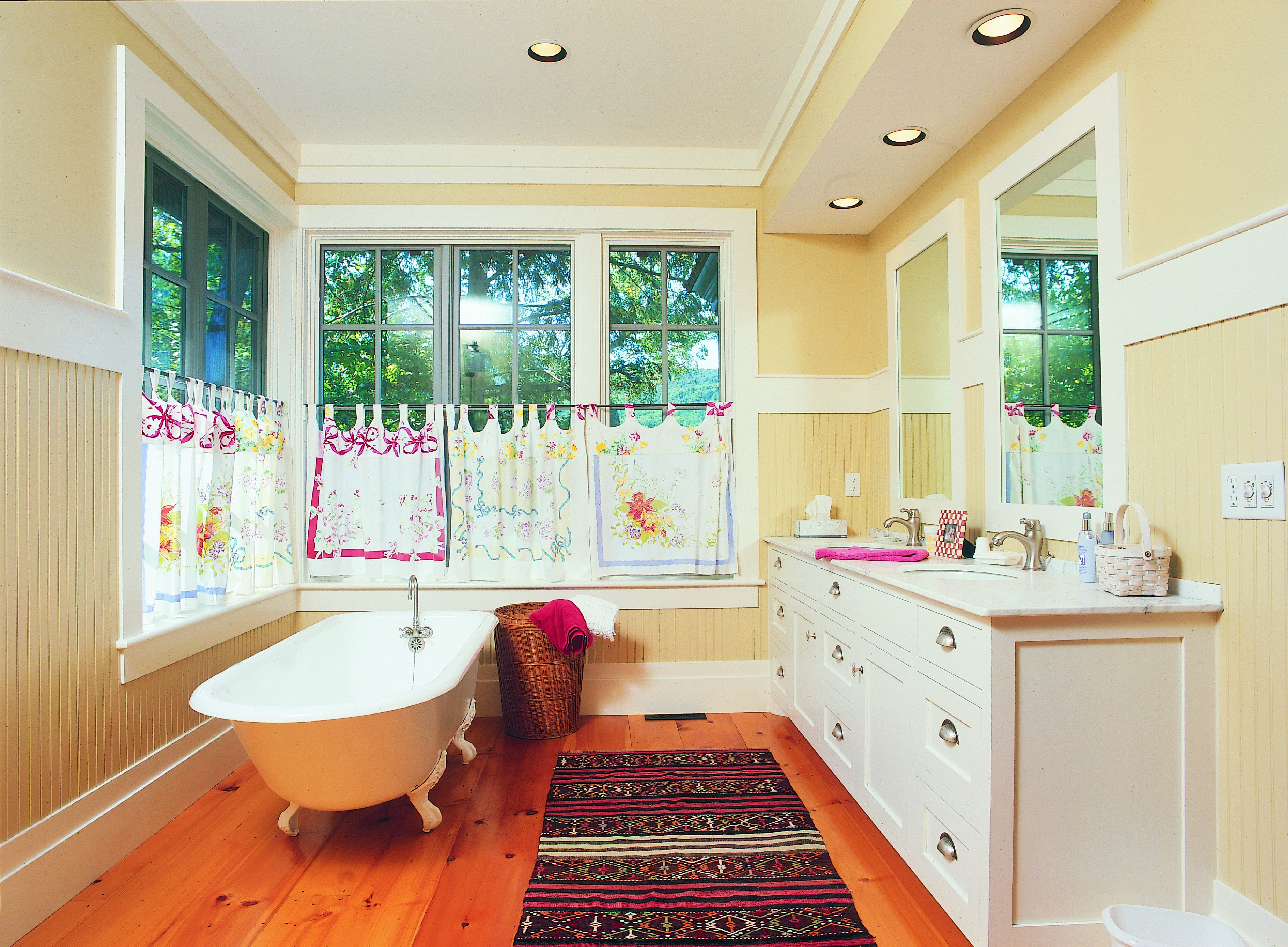 Eastern White Pine Flooring In A Bathroom