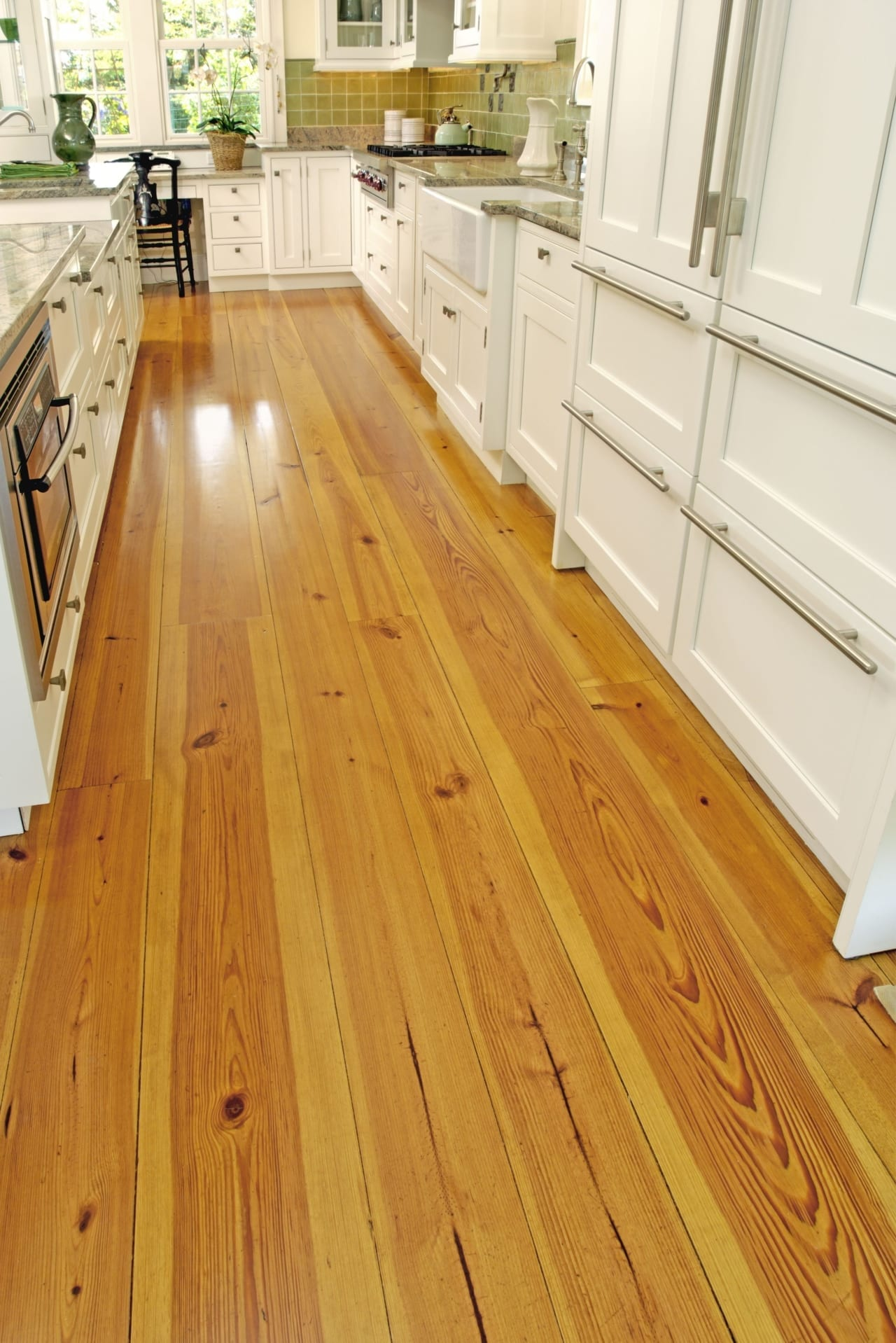 Heart Pine Floor In A Contemporary Kitchen