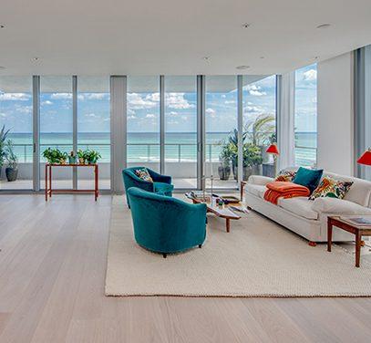 White floor in Livingroom